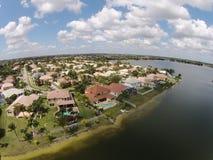 Opinión aérea de los hogares suburbanos Fotografía de archivo libre de regalías