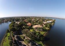 Opinión aérea de los hogares suburbanos Imagenes de archivo
