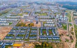 Opinión aérea de los nuevos apartamentos vivos fotos de archivo libres de regalías