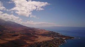 Opinión aérea de Magnifincent de paisajes hermosos en el pie del mauna loa de las montañas con el cráter activo más grande de almacen de video