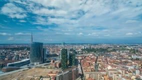 Opinión aérea de Milán de torres y de rascacielos modernos y el ferrocarril de Garibaldi en el timelapse del distrito financiero almacen de video