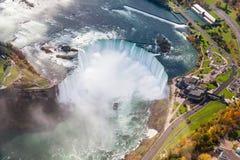Opinión aérea de Niagara Falls foto de archivo