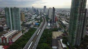 Opinión aérea de V4K de la intersección de la calle en Bangkok, Tailandia almacen de metraje de vídeo