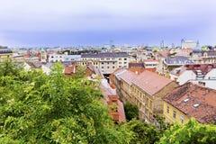 Opinión aérea de Zagreb en un día lluvioso foto de archivo
