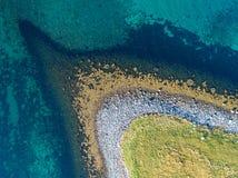 Opinión aérea del abejón de la costa costa de la naturaleza del lugar remoto Fotos de archivo