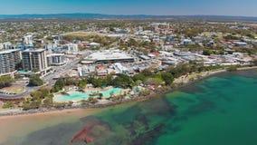 Opinión aérea del abejón de la laguna de la ensenada del acuerdo, Redcliffe, Australia almacen de video