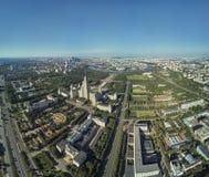 Opinión aérea del abejón de la universidad de estado de Lomonosov Moscú MGU, MSU en las colinas del gorrión, Moscú, Rusia Área he fotografía de archivo libre de regalías