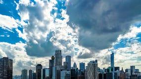 Opinión aérea del abejón del horizonte de Chicago desde arriba, ciudad de los rascacielos céntricos de Chicago y paisaje urbano d imagenes de archivo