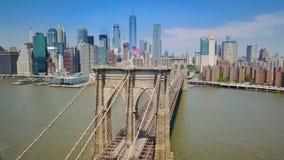 Opinión aérea del abejón del puente de Nueva York Brooklyn almacen de metraje de vídeo