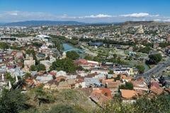 Opinión aérea del centro de ciudad de Tbilisi de la fortaleza de Narikala, Georgia Imagen de archivo libre de regalías