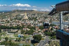 Opinión aérea del centro de ciudad de Tbilisi de la fortaleza de Narikala, Georgia Imagenes de archivo