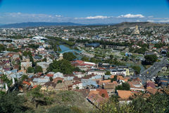 Opinión aérea del centro de ciudad de Tbilisi de la fortaleza de Narikala, Georgia Imágenes de archivo libres de regalías