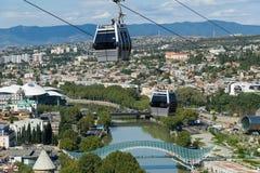 Opinión aérea del centro de ciudad de Tbilisi del teleférico, Georgia Imagenes de archivo
