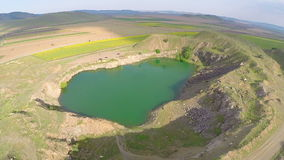 Opinión aérea del lago Iacobdeal almacen de metraje de vídeo