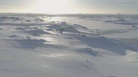 Opinión aérea del paisaje de la salida del sol de la mañana de la Antártida almacen de metraje de vídeo