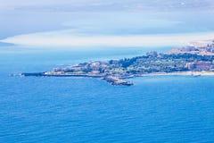 Opinión aérea del paisaje del mar, Giardini Naxos Taormina, Sicilia Italia Fotografía de archivo libre de regalías