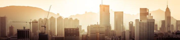 Opinión aérea del panorama de Hong Kong en la puesta del sol Foto de archivo