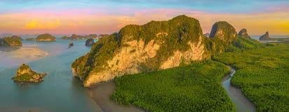 Opinión aérea del panorama sobre el archipiélago de Samed Nangshe imágenes de archivo libres de regalías