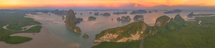 Opinión aérea del panorama sobre el archipiélago de Samed Nangshe imagen de archivo libre de regalías