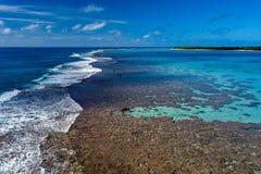 Opinión aérea del paraíso tropical de la laguna del aitutaki de Island del cocinero de Polinesia Fotos de archivo