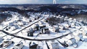 Opinión aérea delantera lenta del invierno de la vecindad de la correa del moho metrajes