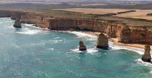 Opinión aérea doce apóstoles, gran costa costa del camino del océano, Victoria, Australia fotografía de archivo