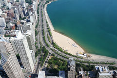 Opinión aérea, edificios, playas y el lago Michigan de Chicago Foto de archivo