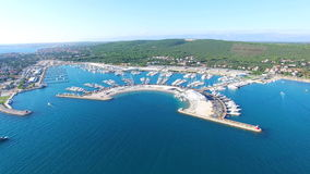 Opinión aérea el infante de marina moderno hermoso de Sukosan, Croacia almacen de video