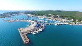 Opinión aérea el infante de marina moderno hermoso de Sukosan, Croacia almacen de metraje de vídeo