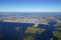 Opinión aérea el Juan F Kennedy International Airport y x28; JFK& x29; en Nueva York imágenes de archivo libres de regalías