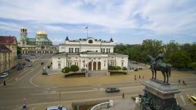 Opinión aérea el monumento del libertador del zar y el parlamento, el 1 de mayo de 2018, Sofía, Bulgaria imagenes de archivo