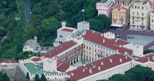 Opinión aérea hermosa los príncipes Palace de Mónaco almacen de metraje de vídeo
