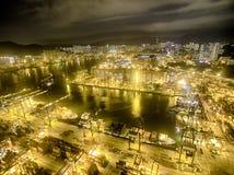 Opinión aérea Hong Kong Night Scene, Kwai Chungkin, Victoria Harbour, el puente de los Stonecutters Foto de archivo libre de regalías
