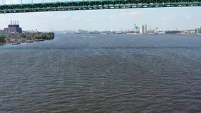 Opinión aérea Jet Skiers en el PA del río Delaware Philadelphia almacen de video