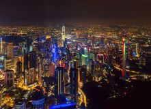 Opinión aérea Kuala Lumpur Downtown, Malasia Distrito y centros de negocios financieros en ciudad urbana elegante en Asia Rascaci fotografía de archivo