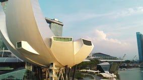 Opinión aérea Marina Bay Sands Singapore tiro Vista aérea del horizonte de la ciudad de Singapur con Marina Bay Sands almacen de video
