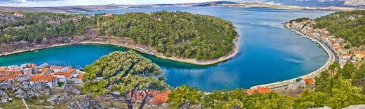 Opinión aérea panorámica de la bahía de Novigrad Dalmatinski Fotos de archivo