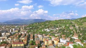 Opinión aérea panorámica sobre Brescia de la colina del castillo almacen de video