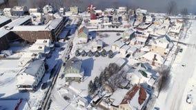 Opinión aérea reversa del invierno de la vecindad y del río Ohio de la correa del moho almacen de video
