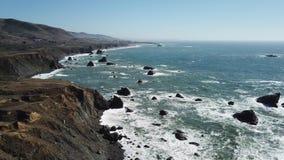 Opinión aérea Rocky Northern California Coastline almacen de metraje de vídeo
