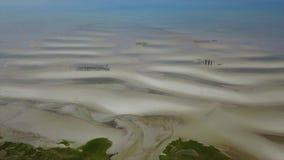 Opinión aérea Sandy Coast en Cape Cod, Massachusetts almacen de metraje de vídeo