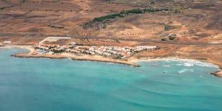 Opinión aérea Santa Maria en la isla Cabo Verde - Cabo Verde de la sal Imágenes de archivo libres de regalías