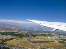 opinión aérea Santiago de Chile con las montañas de los Andes Imagen de archivo libre de regalías