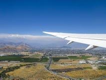 Opinión aérea Santiago de Chile con las montañas de los Andes Fotografía de archivo