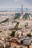 Opinión aérea sobre Champs de Mars y torre Eiffel Foto de archivo