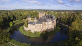 Opinión aérea sobre el castillo de Bergh de los huis fotografía de archivo