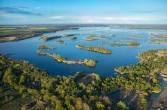 Opinión aérea sobre el lago imagen de archivo