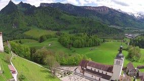 Opinión aérea sobre el paisaje de Gruyeres Suiza almacen de video