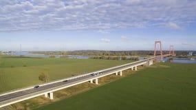 Opinión aérea sobre el puente que cruza el Rin imagen de archivo