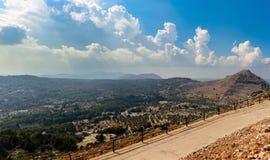 Opinión aérea sobre el valle de la montaña de la isla de Rodas, Grecia Foto de archivo